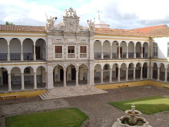 the-courtyard-of-universidade